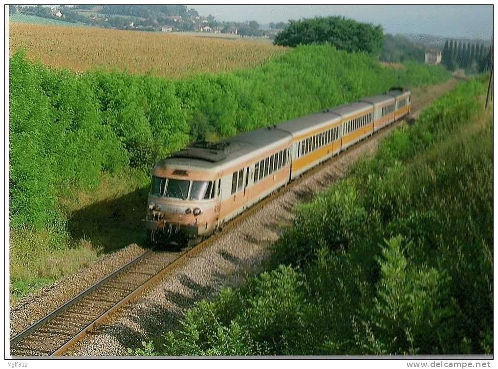 SNCF Près De LAVIGNY (39) Rame RTG Strasbourg  Lyon Perrache Le 25 Aout 1992 - Gares - Avec Trains