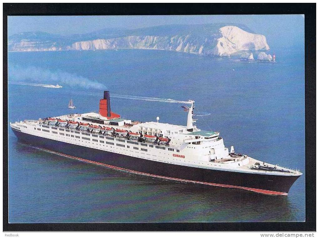 RB 710 - Shipping Maritime Postcard - Cunard Liner Queen Elizabeth 2  Passing The Needles Isle Of Wight - Ship Boat - Paquebote