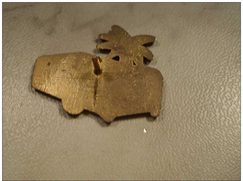 (pin311f) Pin´s Pins Thème MARQUES / CARAVANE CAMPING REMORQUE RACLET SOLEIL PALMIER Fabriqué Par Ou Pour ?????   Très B - Marques