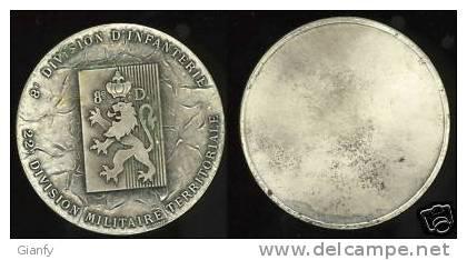 8a DIVISIONE FANTERIA 1946  GRANDE MEDAGLIA - Monnaies & Billets