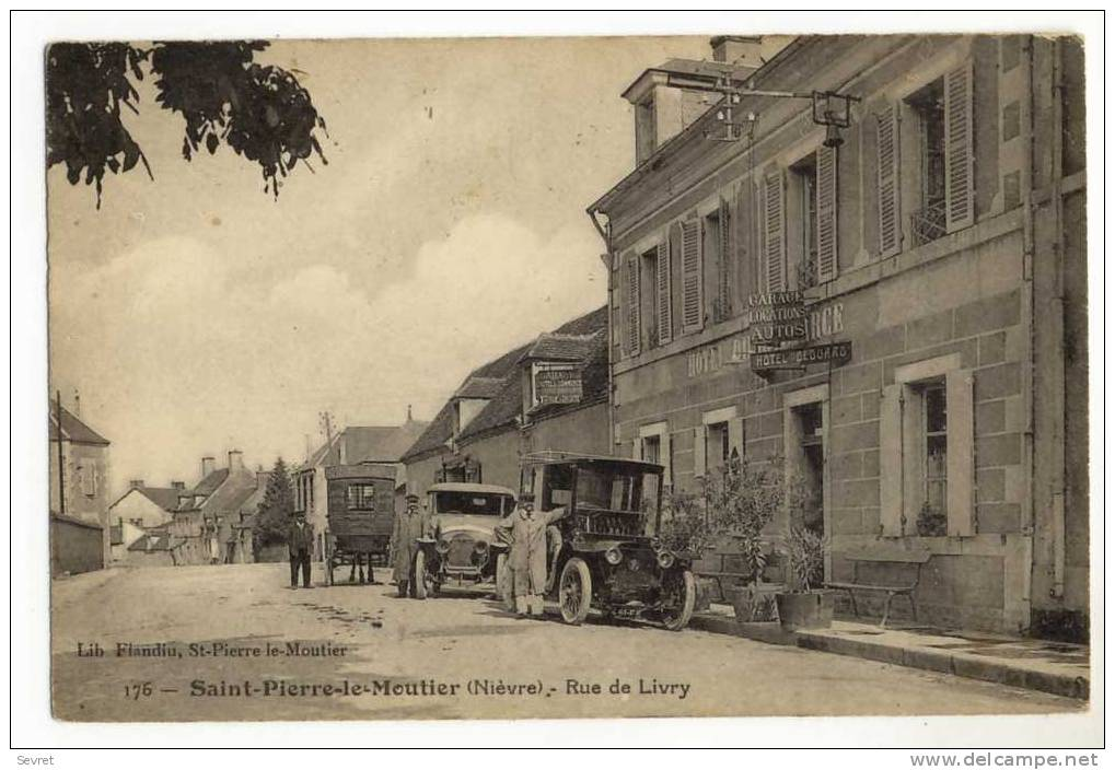 SAINT-PIERRE Le MOUTIER. -  Rue De Livry. HÔTEL CLOUARD 1er Plan - Saint Pierre Le Moutier