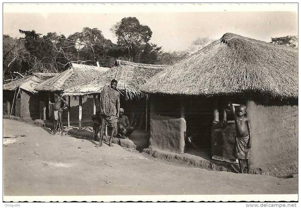 14Ve    REPUBLIQUE CENTRAFRICAINE OUBANGUI  TYPE D'HABITATIONS INDIGENES DE LA BROUSSE - República Centroafricana