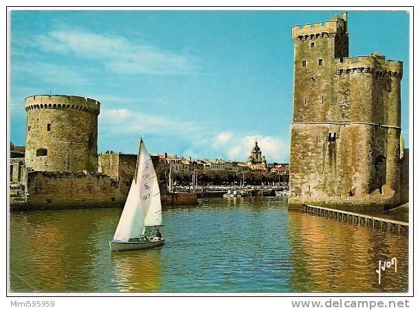 10/7725 - LA ROCHELLE - Entrée Du Port - Voilier - Circulée 1986 - Scan Recto-verso - La Rochelle