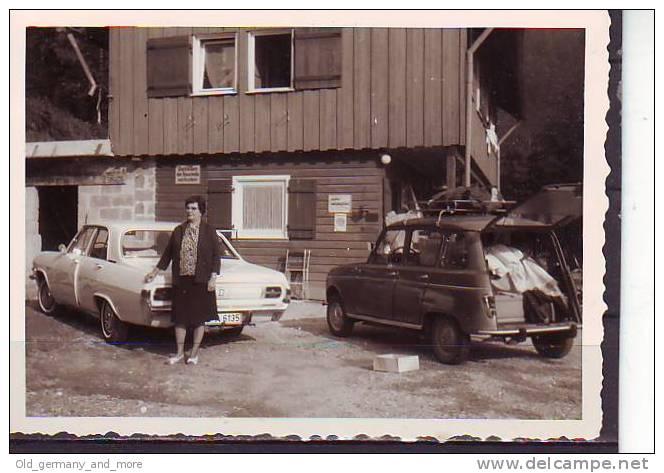 Alter Opel Diplomat Und Renault R4 - Cars
