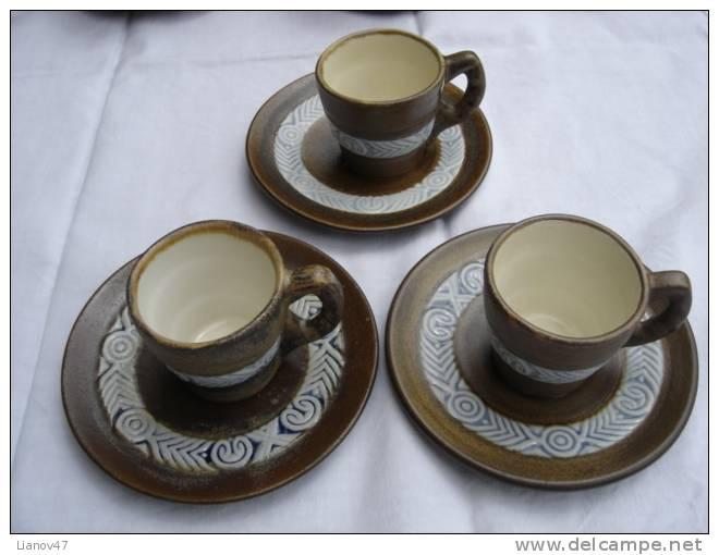 - Trois  Tasses  à  Café   Grès  HB  Quimper  333  PI ( I ) . - Quimper/Henriot (FRA)