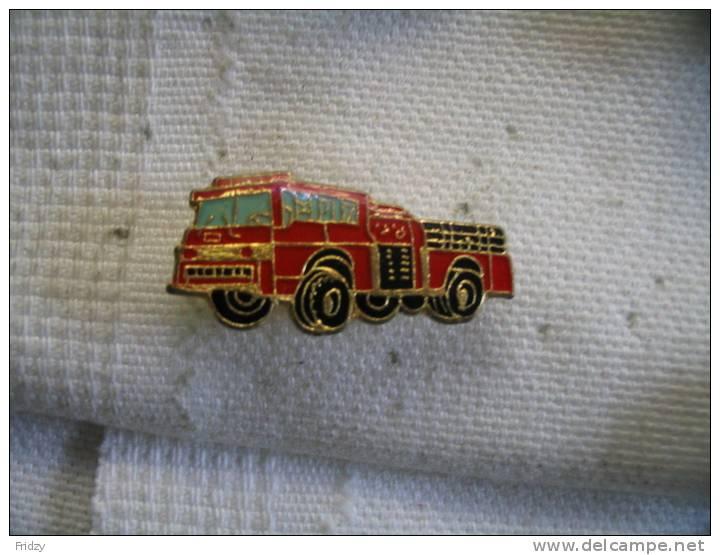 Pin´s Camion De Pompiers - Brandweerman