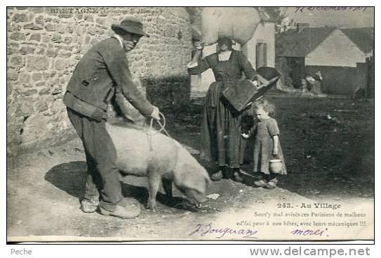 N°14015 -cpa Bretagne - Au Village- - Cochons