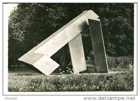 CPSM FORET DE SENART Hameau De La Faisanderie Sculptures En Plein Air M TUAL Pierrcik Sculpteur - France