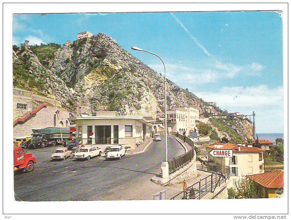 Menton, Alpes Maritimes: La Frontière Franco Italienne; Douane; AUTO 404 Peugeot, Camion; 1970 - Aduana
