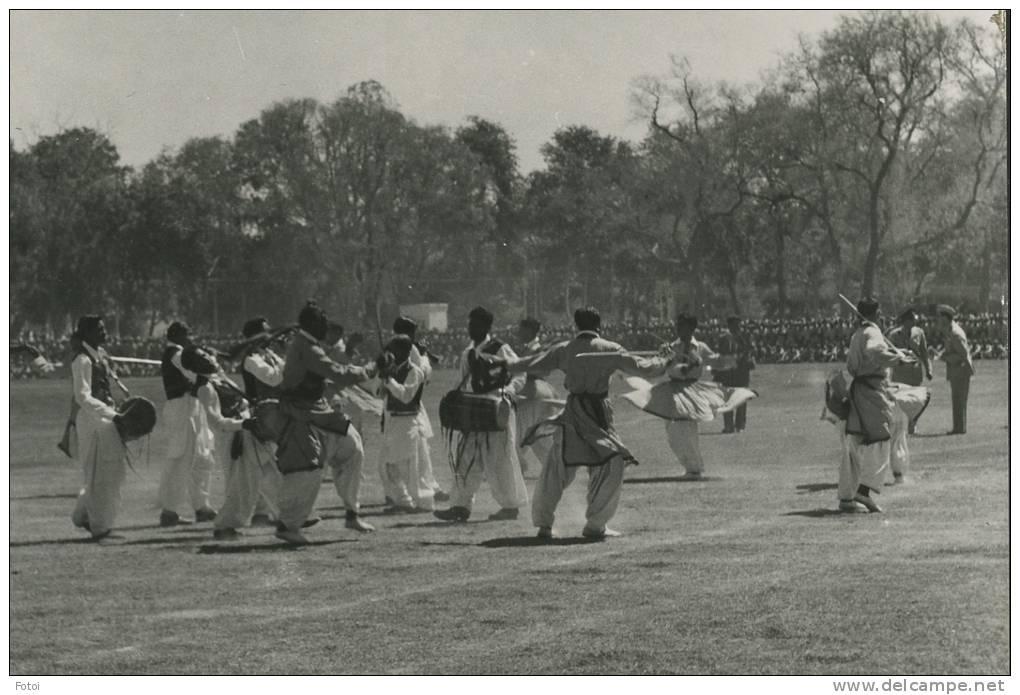 REAL PHOTO POSTCARD PAKISTAN TRIBAL DANCE CARTE POSTALE CAR TRUCK - Pakistan