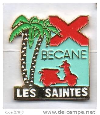 Superbe Pin´s Ile De La Guadeloupe , Les Saintes , Les Antilles , Bécane , Scooter - Villes