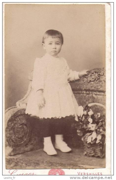 PHOTO SUR CARTON - GEORGES - VERSAILLES - FILLETTE - JANVIER 1891 - Ancianas (antes De 1900)