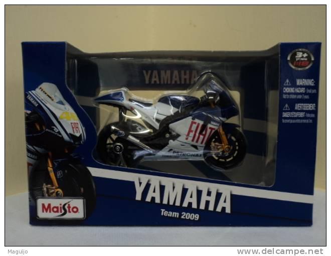 """YAMAHA  TEAM 2009 : PETRONAS 1/18 MARQUE """" MAISTO """" LIRE - Motorräder"""