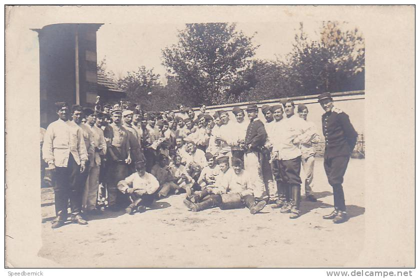 18701 Carte Photo Troupe Militaire , Sans Doute En Corvée De Pomme De Terre. Aucune Indication - Régiments