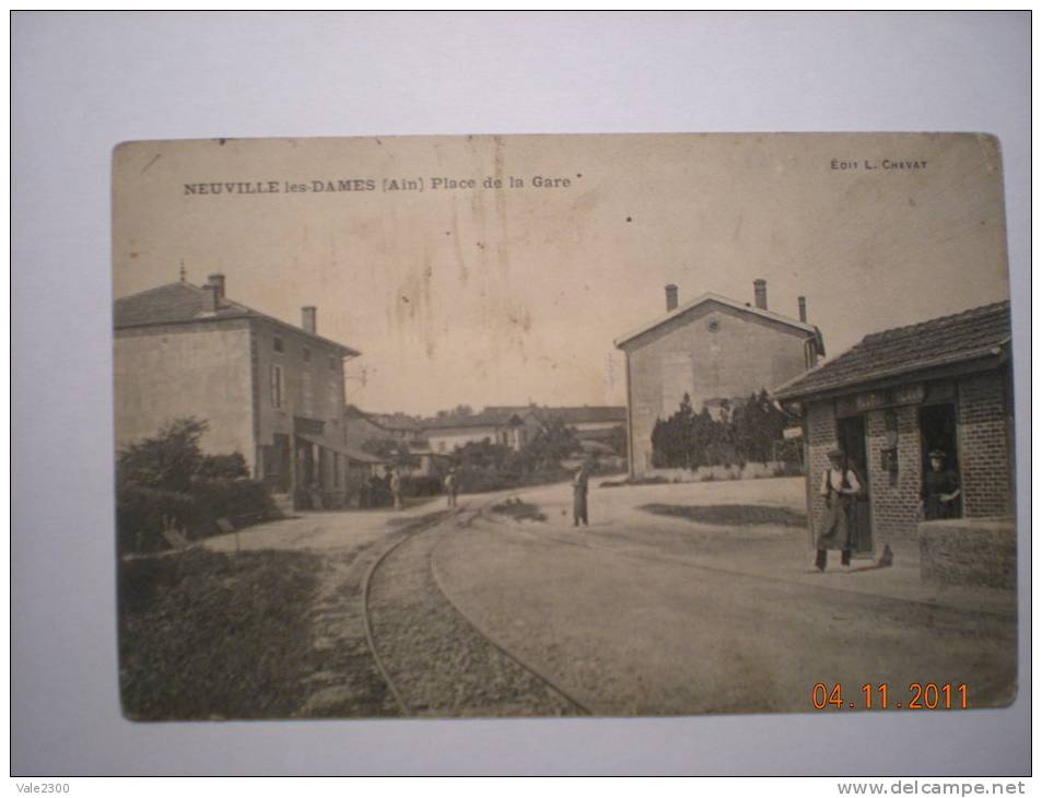 Neuville Les Dames: Place De La Gare - Non Classés