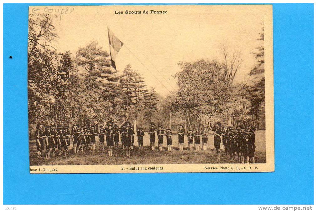Les Scouts De France Salut Aux Couleurs N°5 (en L´éta T: Carte Coupée ) - Scoutisme