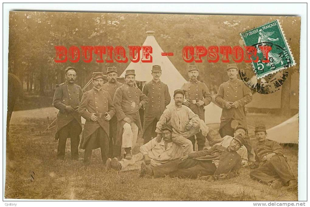 MANOEUVRES MILITAIRE - Carte Photo - Militaires Au Bivouac - Tente - Militaria - Dos Scané - Manovre