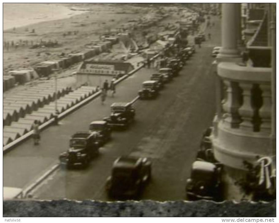 LA BAULE ( 44 ).LA PLAGE VUE DE L´HÔTEL ADRIANA.NOMBREUX VEHICULES .PHOTO VERITABLE. ANNEES  1940 - La Baule-Escoublac
