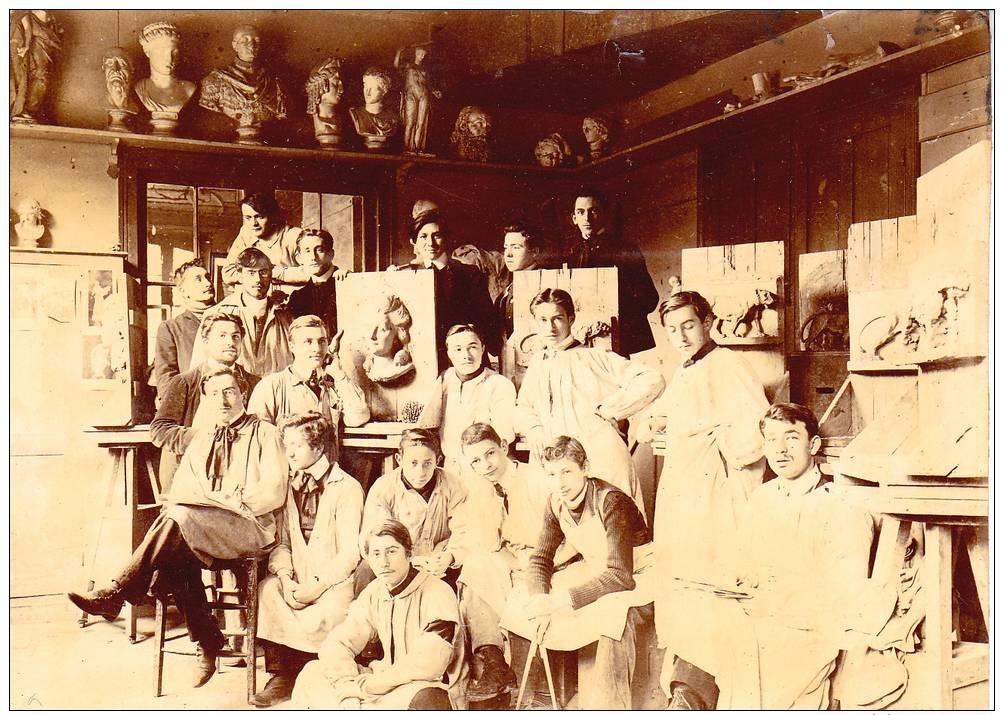 1907 - ATELIER DE MODELAGE DE  LA  MANUFACTURE DE SÈVRES (SECTION CÉRAMIQUE), Format : 11 X 8 Cm - Métiers