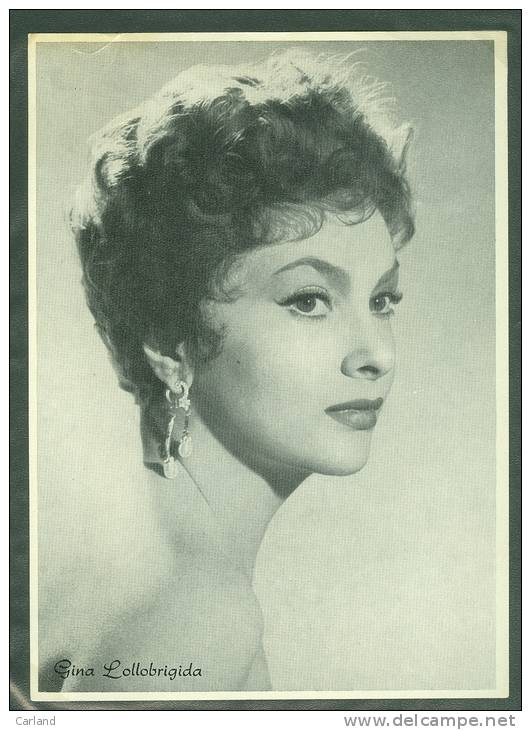 Artiste  Acteur  Cinema Star Ciné  - Geen Postkaart  Pas Une Carte Postale ( 18 X 13 Cm ) Gina Lollobrigida - Acteurs