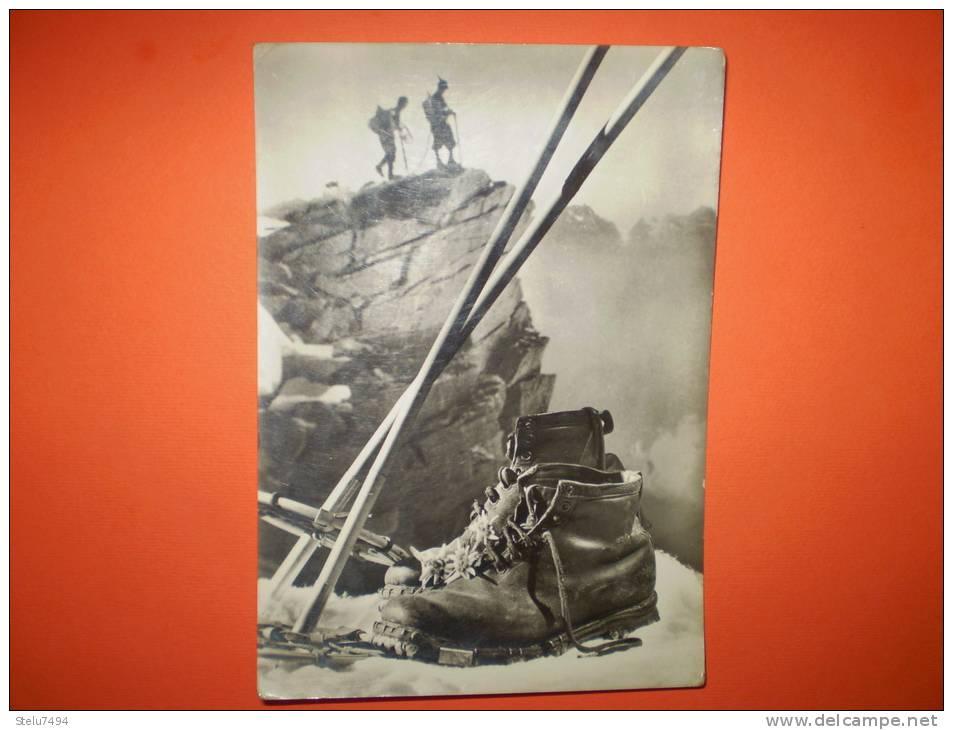 Alpinisti Viaggiata Presenza Di Leggera Piega Ad Angolo - Alpinisme