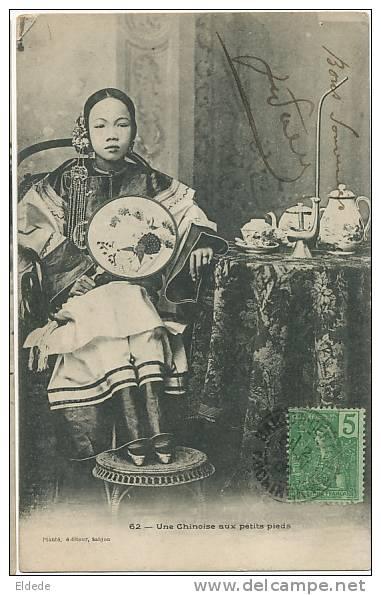 Une Chinoise A Petits Pieds A Saigon Pipe Eau Opium Edit Planté Eventail Mutilation - Chine