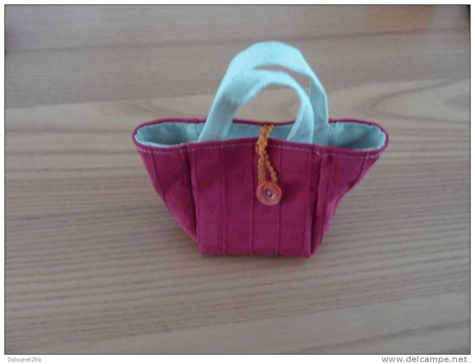 Petit Sac En Tissus (fabrication Artisanal) 10x10cm Environ - Miniatures