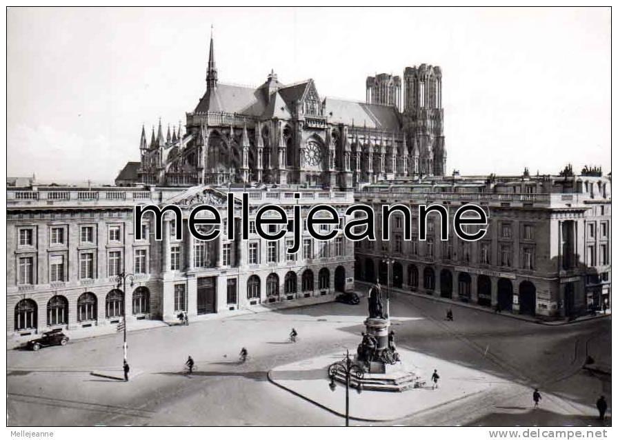 Cpsm Reims (51) Place Royale Et Cathédrale - Banque Société Générale - Reims