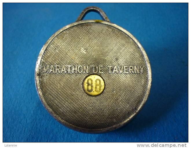 MEDAILLE  ATHLETISME  MARATHON De TAVERNY- 1988 - Athletics