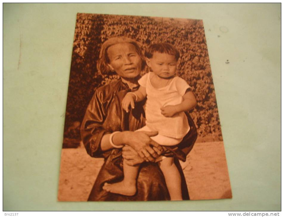 CHINE.GRAND MERE ET PETIT FILS..PROCURE DES MISSIONS DES PERES JESUITES...CHINE-MADAGASCAR... - Ethniques & Cultures
