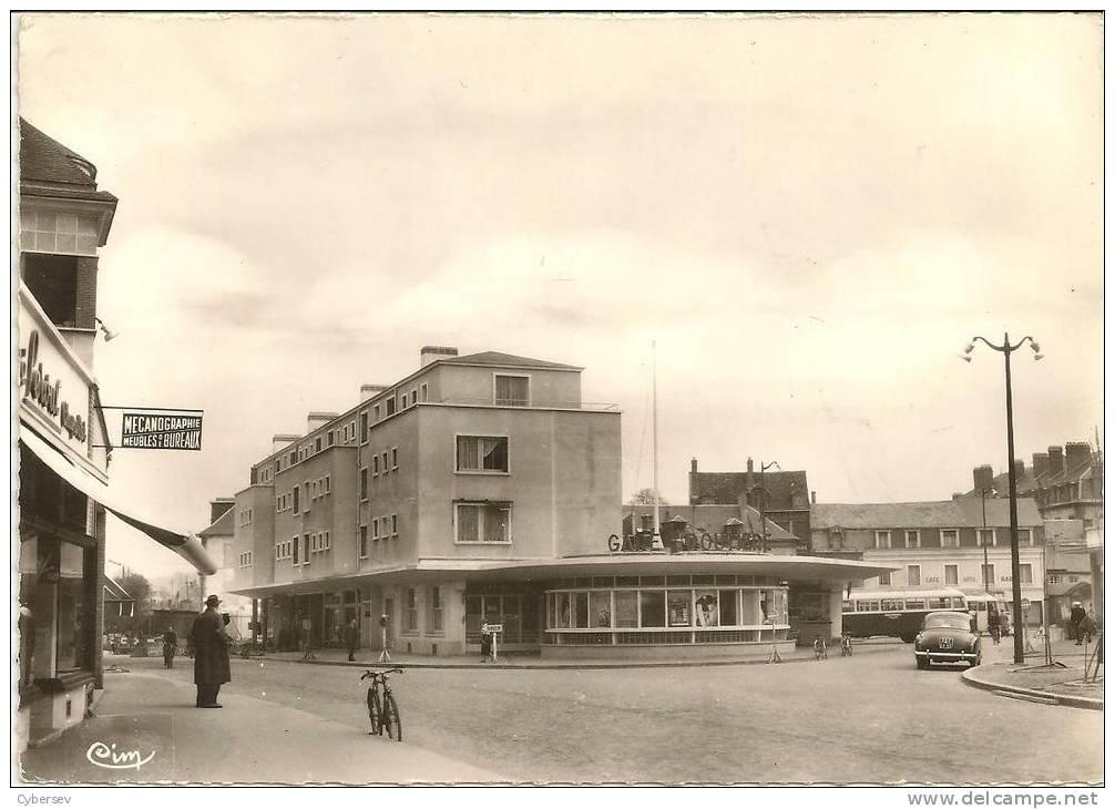 EVREUX - La Gare Routière - CPSM Gd Format - Animé - Voiture - Car - TTB - Evreux