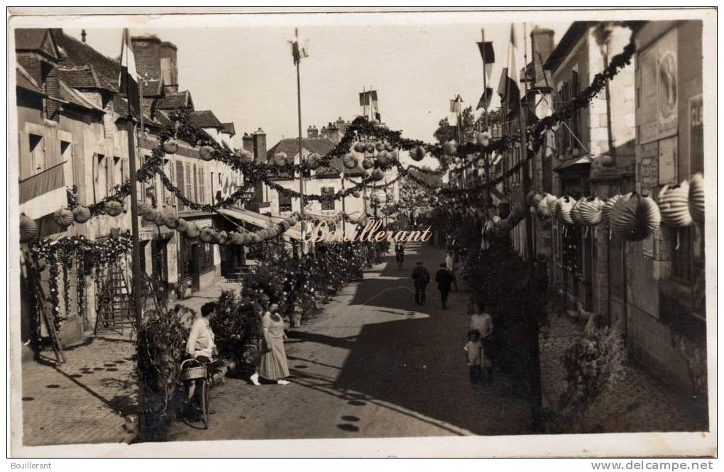 BRIARE - CARTE PHOTO FETE - GRANDE RUE - En 1926 / 1927 - Briare