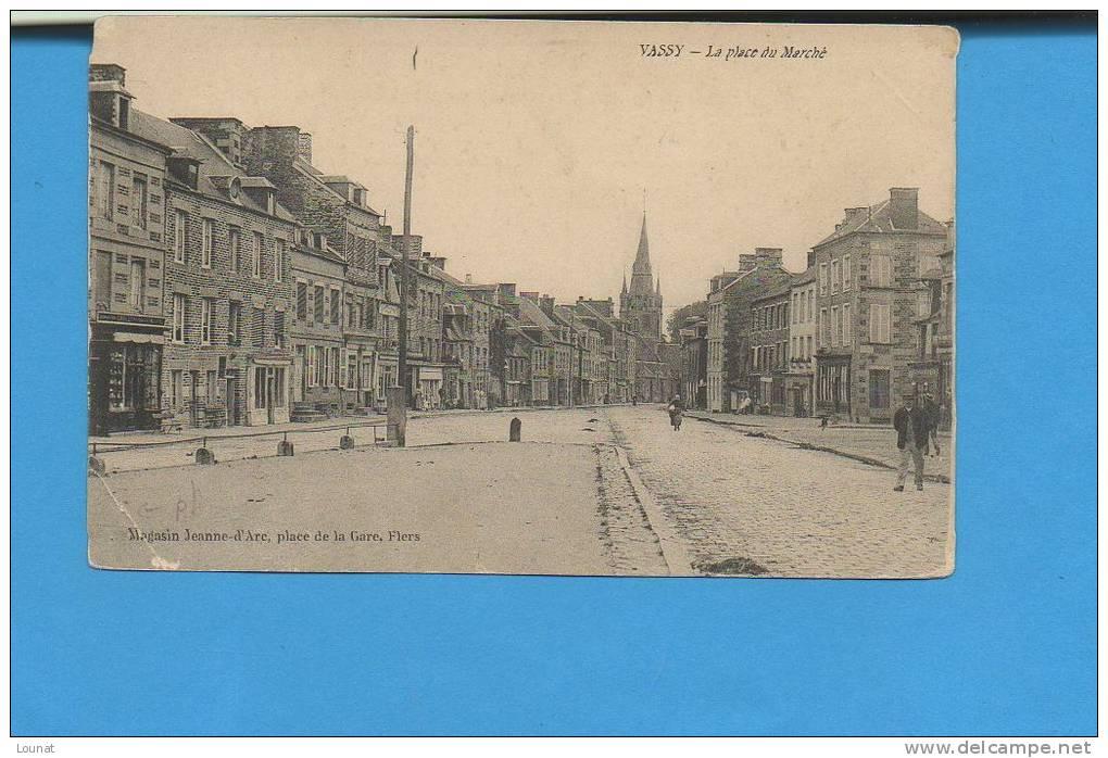 14 VASSY : La Place Du Marché (pli) - Autres Communes