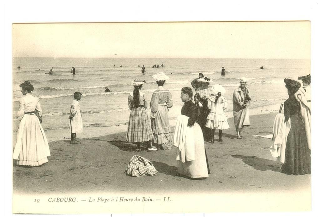 LA    PLAGE   A   L  HEURE   DU   BAIN - Cabourg