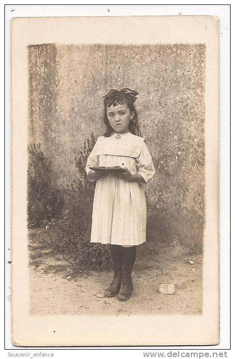 CPA Enfant Fillette  (  Mélancolie Tristesse .... ) - Enfants