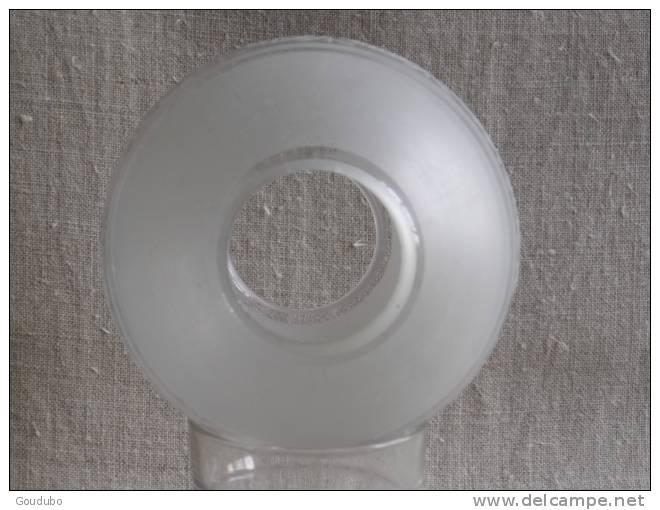 ancien globe boule de lustre en verre opaque et transparent frise en relief voir photos. Black Bedroom Furniture Sets. Home Design Ideas