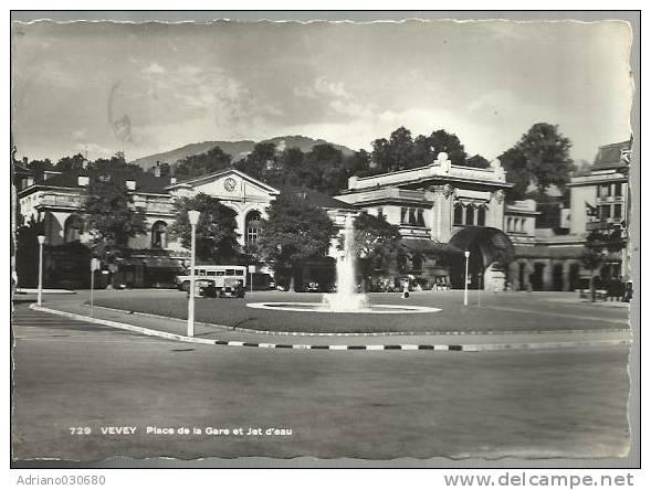 CARTOLINA   Di Vevey Place De La Gare Et Jet D' Eau - VD Vaud