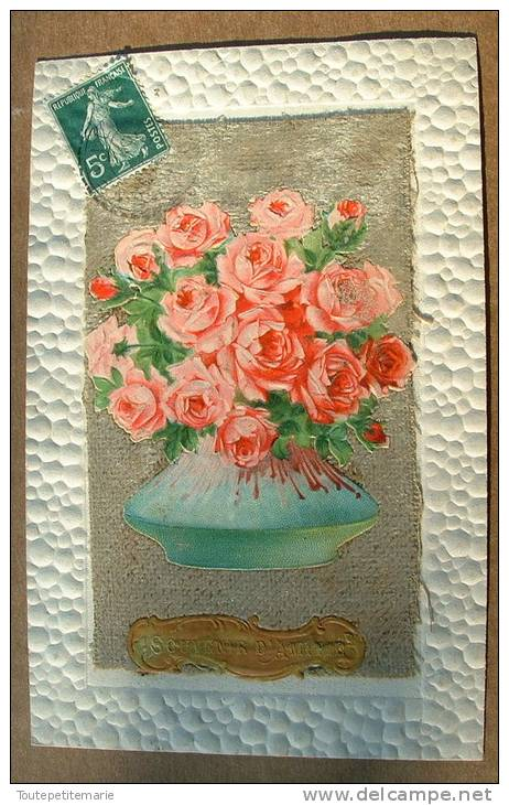 Carte Gauffrée Sur Les Bords - Chromo Contre Collé Bouquet De Roses Sur Velour Gris Souvenir D'amitie - Autres