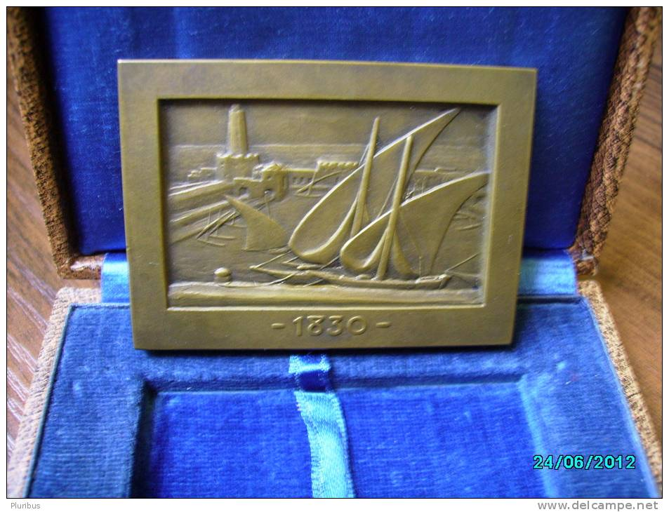 CONSEILLERS DU COMMERCE EXTERIEUR DE LA FRANCE CONGRES NATIONAL  ALGER  1930 MEDAL IN BOX , ALGERIE  PORT ALGER - France