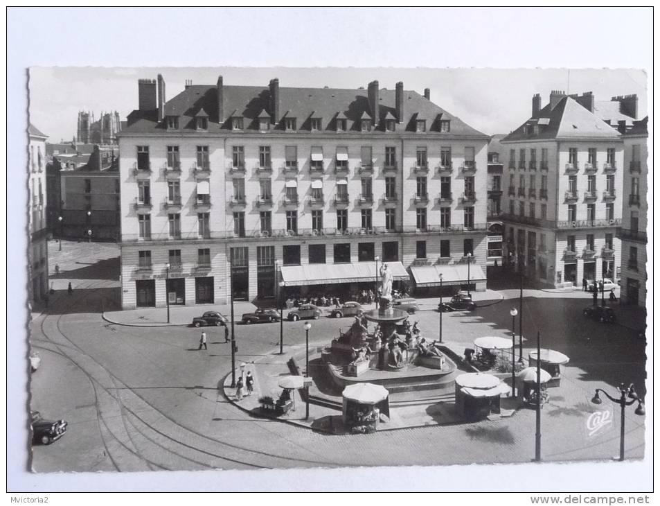 NANTES - La Place Royale Et La Rue D'ORLEANS - Nantes