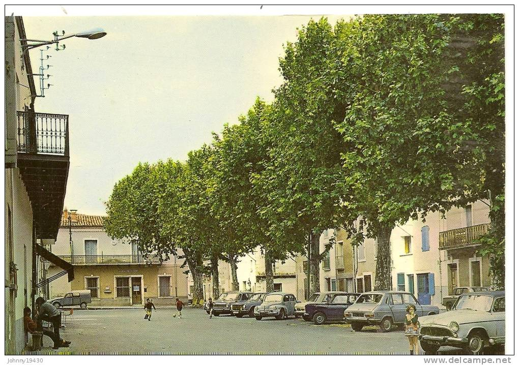17402 - POMEROLS - LA PLACE DU JEU DE BALLON ( Animées + SINCA ARONDE + 4 CV RENAULT + 2 CV CITROEN) - France