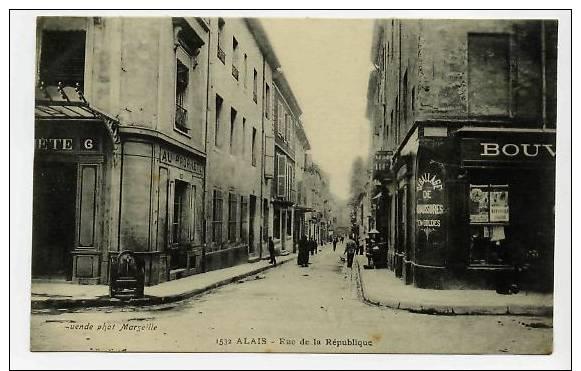 C.P.A. =D.E.P.30 =ALAIS=Rue De La République -animée-c220 - Alès