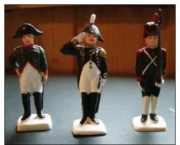 Lot  N° 1 De 3 Figurines  Napoléon - Militari