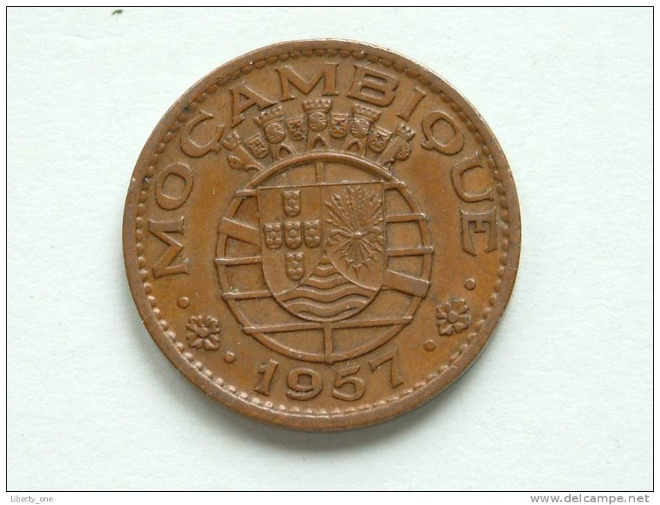 1957 - 1 ESCUDO / KM 82 ( Uncleaned - For Grade, Please See Photo ) ! - Mozambique