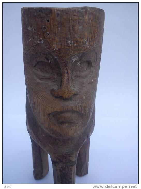 - Sculture En Bois Léger -  12,5cmx4,5cm - Intérieur De La Tête Est Creusé - - Afrikanische Kunst