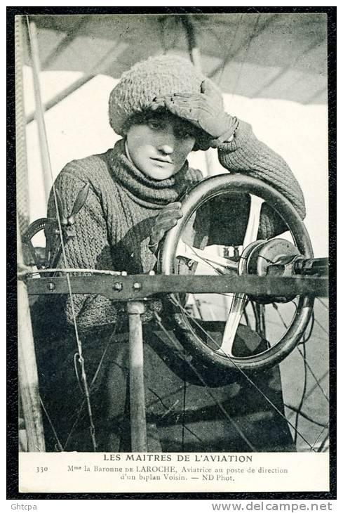 CPA. LES MAîTRES DE L'AVIATION.  Mme La Baronne DE LAROCHE, Aviatrice Au Poste De Direction D'un Biplan Voisin. - Aviateurs