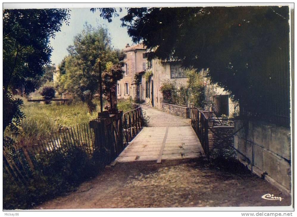 MAUZE SUR LE MIGNON--- Sous Les Moulins, Cpm N° 0324  éd Combier - Mauze Sur Le Mignon