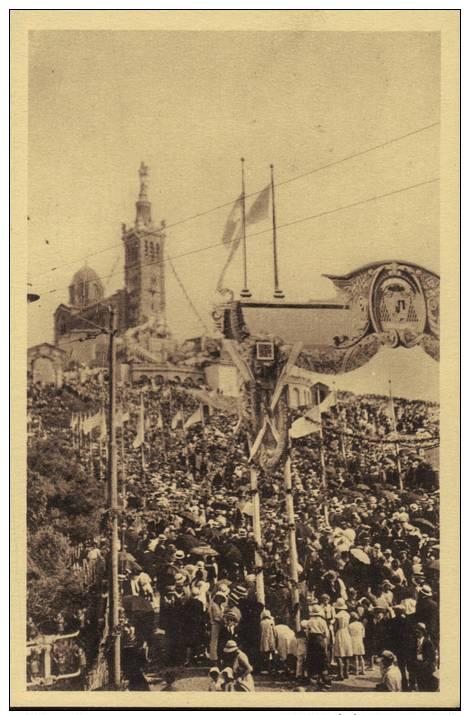 CPA Marseille; N. D. De La Garde: Fête Du Couronnement, 18/21 Juin 1931. La Foule Sur La Colline. - Notre-Dame De La Garde, Funicolare E Vergine