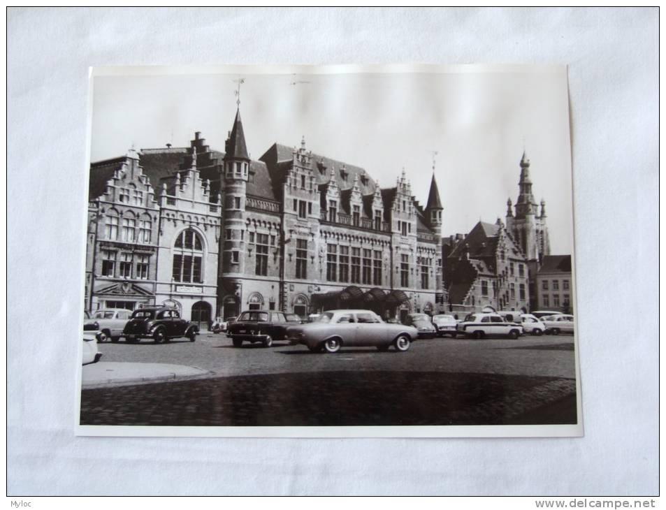 Foto. Photo. Kortrijk. Stadsschouwburg. Courtrai Théatre Communal. Autos Anciennes. 240 X 180 Mm. - Lieux