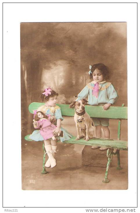 Cpa Fantaisie 1917 - Enfants Fillette Poupée Porcelaine Chien Assis Sur Un Banc - N° 255 - Children